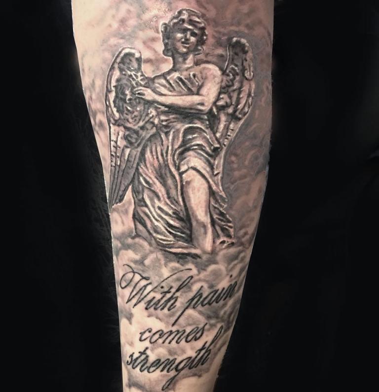 Ангел с надписью тату