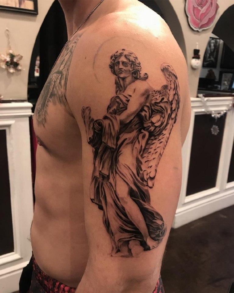 Архангел на плече