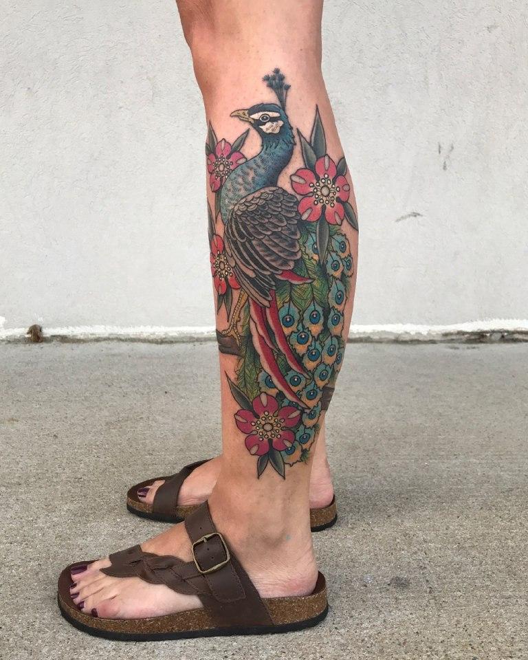 Тату павлина на ноге