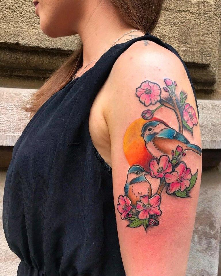 Тату птицы на плече женское
