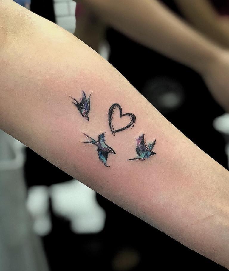 Тату птицы с сердцем