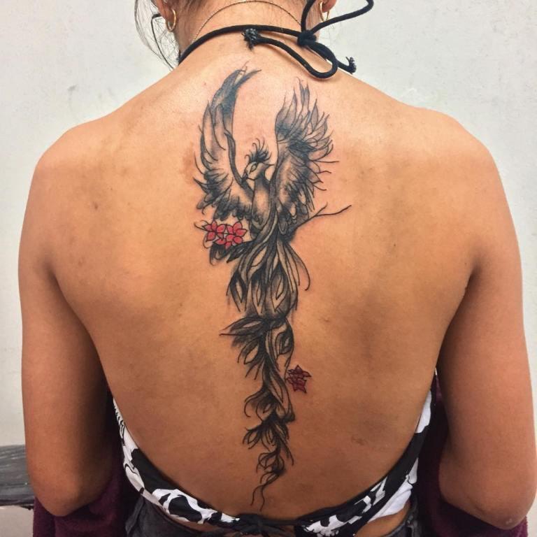 Черно-белый феникс на спине