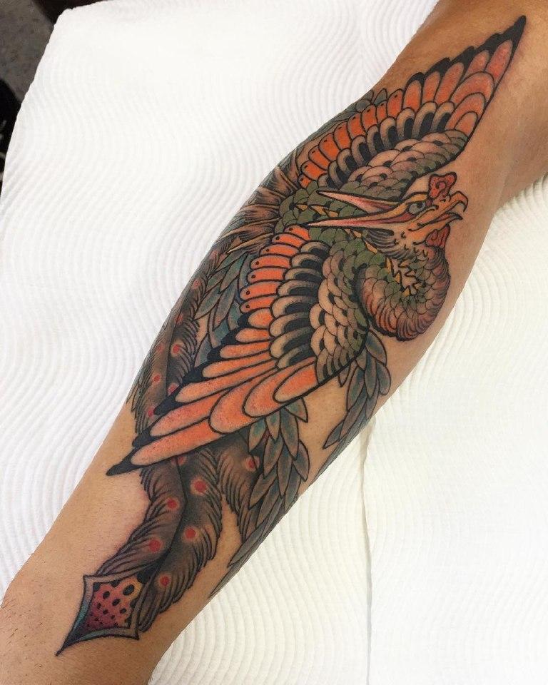 Феникс на руке татуировка