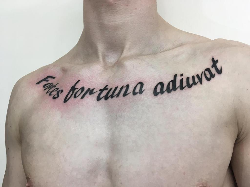 Надпись на груди мужская