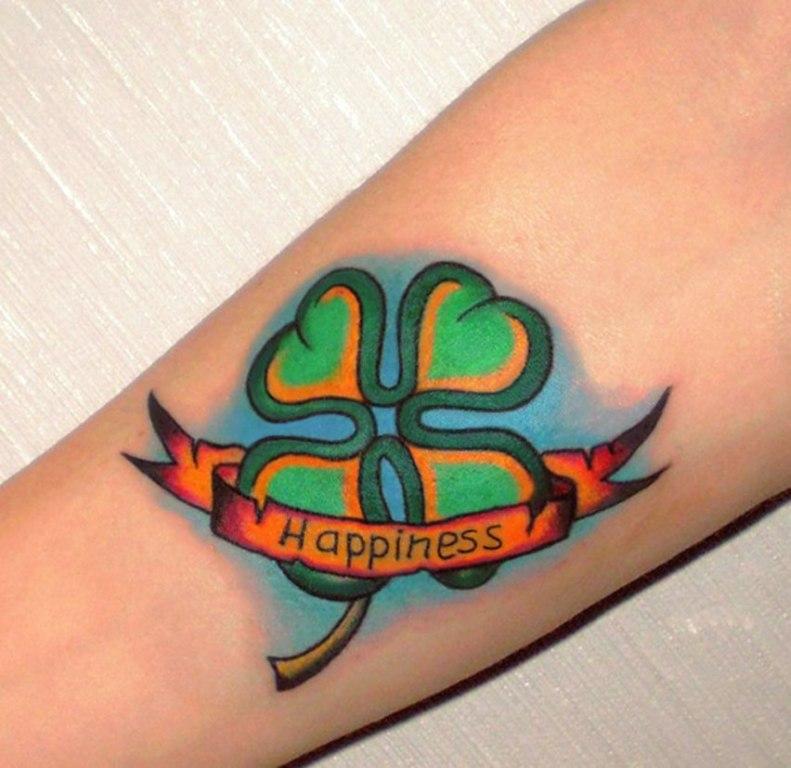 Татуировка клевер с надписью