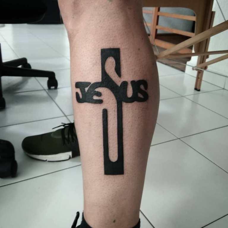 Оригинальное тату крест