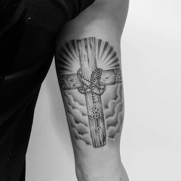 Тату деревянный крест