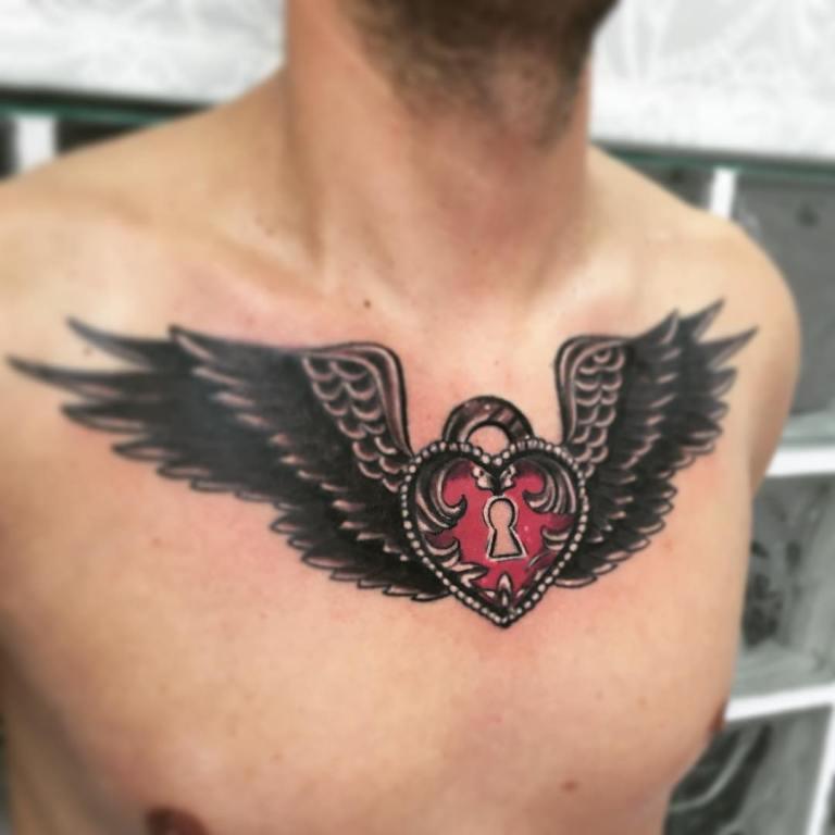 Тату крылья с сердцем