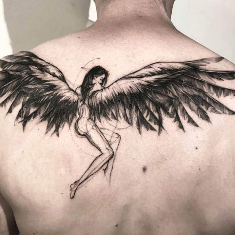 Тату крылья мужское