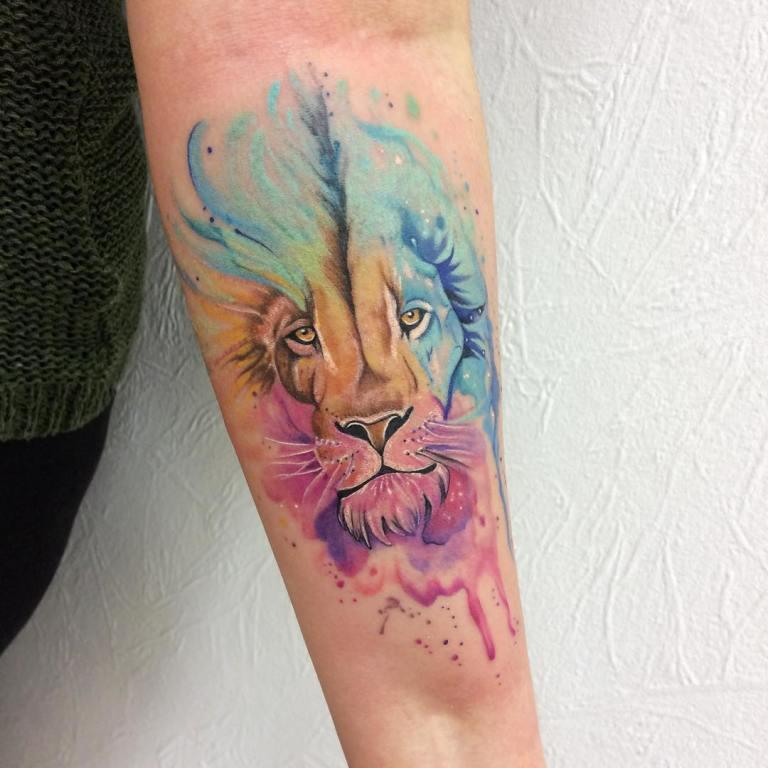 Тату лев акварель