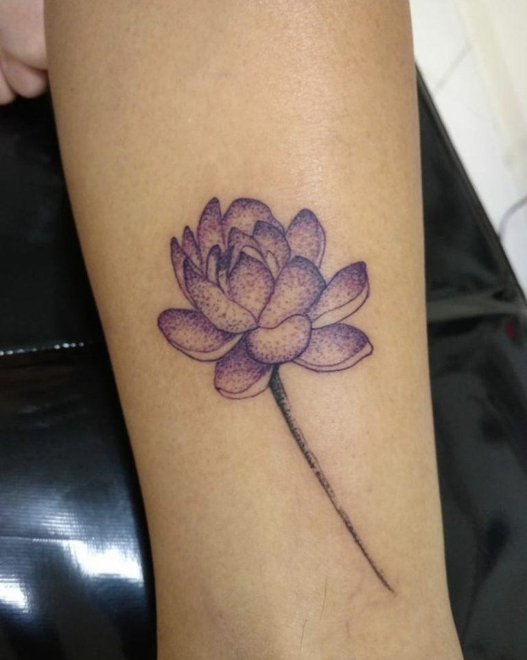 Фиолетовый лотос татуировка