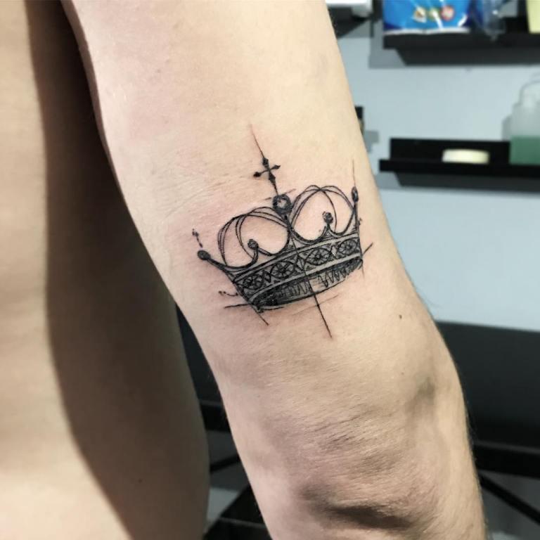 Тату корона на руке мужское