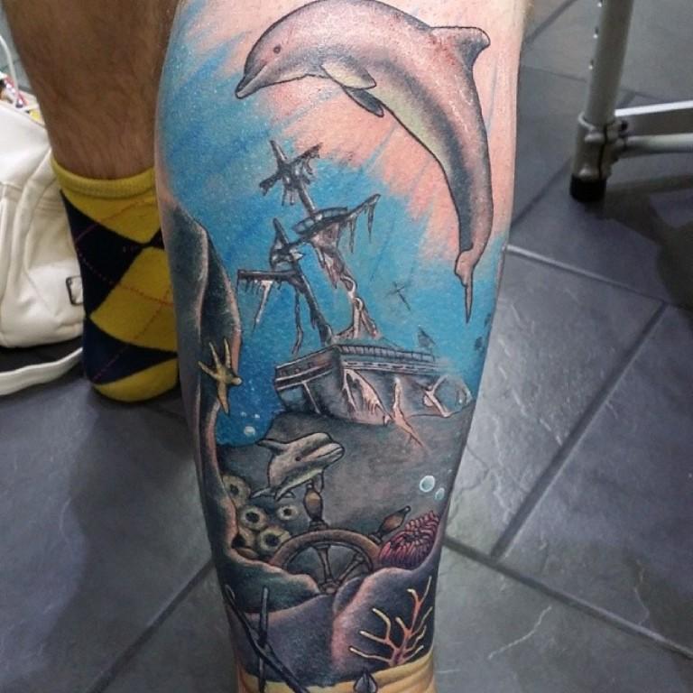 Татуировка дельфин мужская