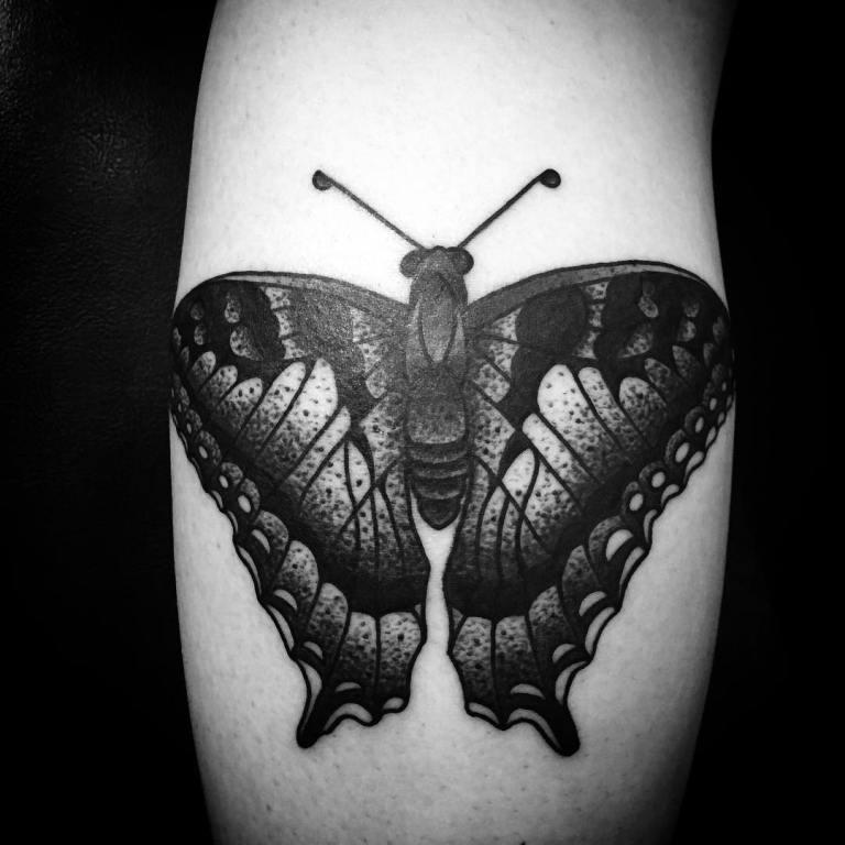 Тату бабочка на спине мужская