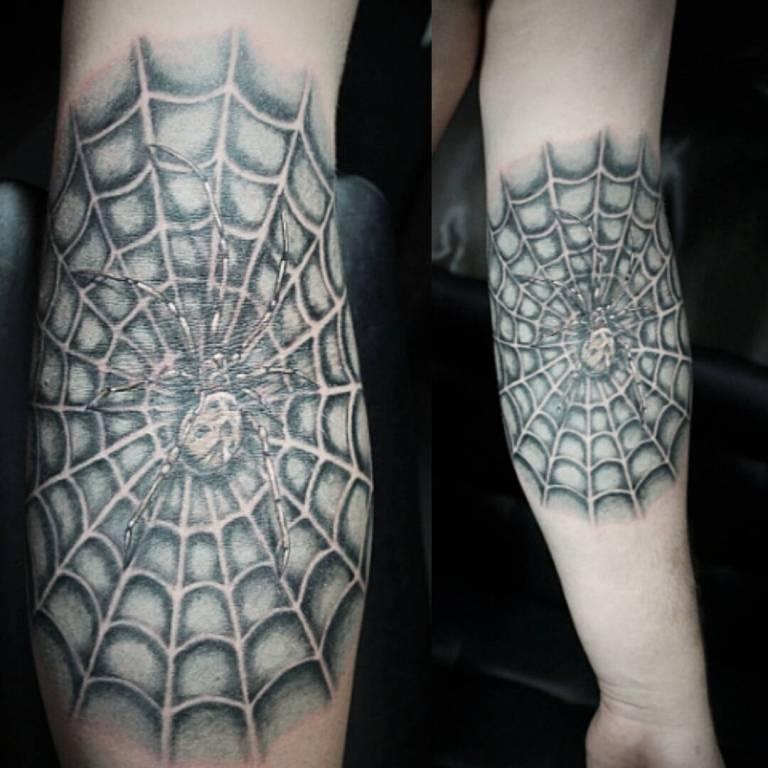 Тату паук на руке