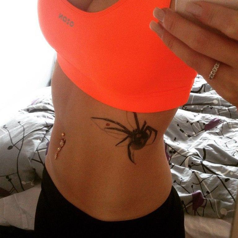 Тату паук женская