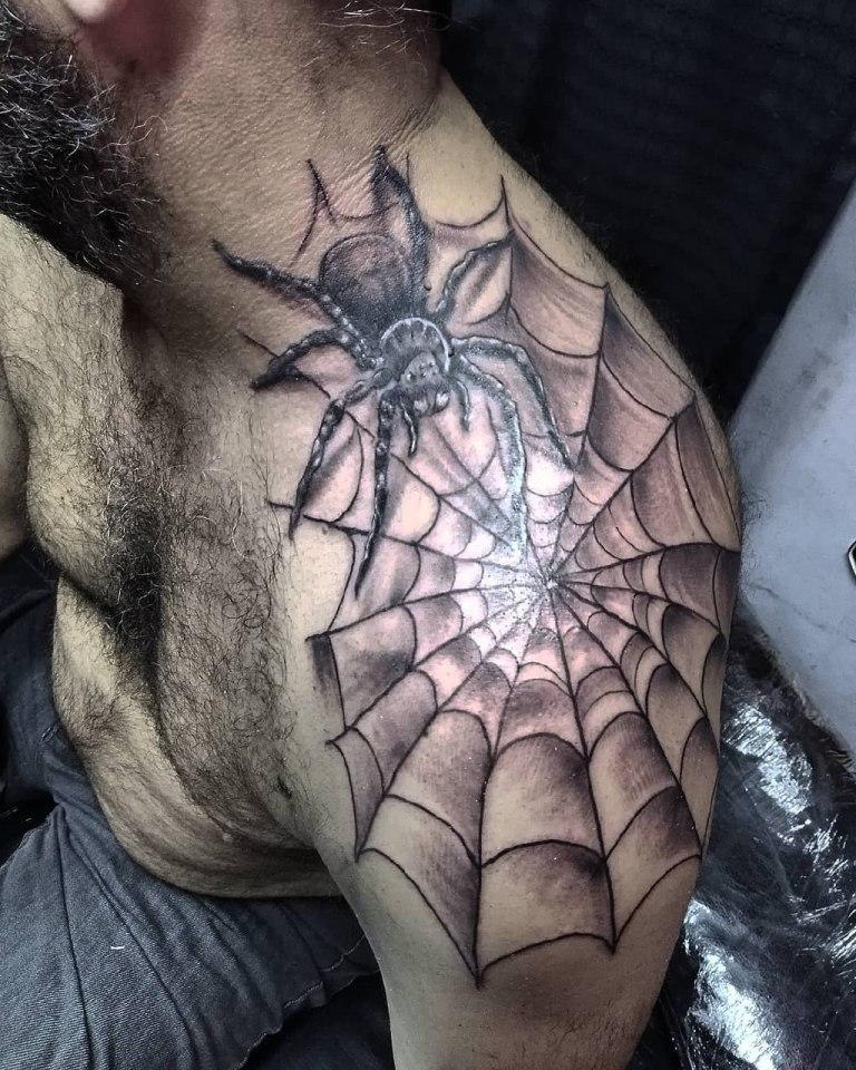 Тату паук на плече мужское
