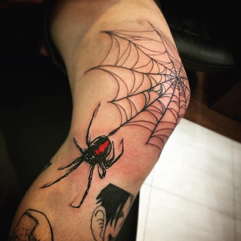 Тату ползущий паук