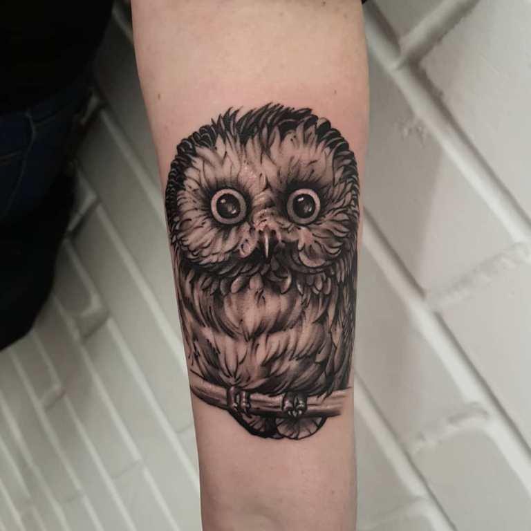 Тату сова с большими глазами