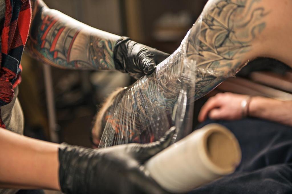 Как ухаживать за татуировкой: в первые дни, после нанесения, после снятия пленки, в домашних условиях