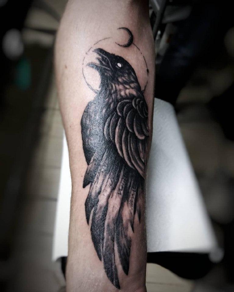 Стилизованная тату ворона
