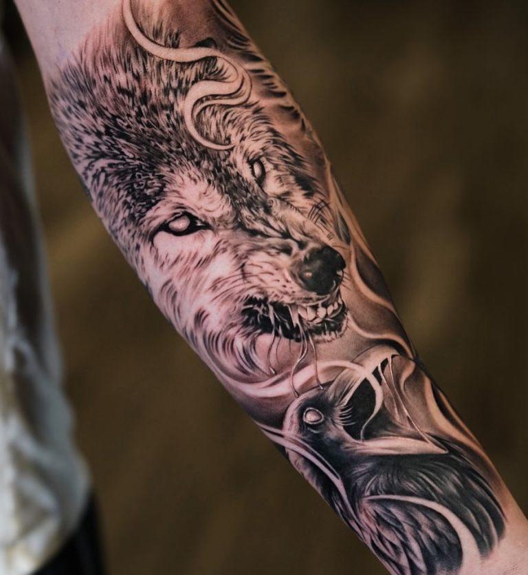 Тату ворон и волк мужская