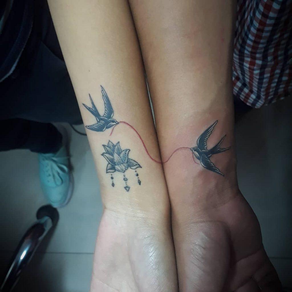 что означает ласточка тату
