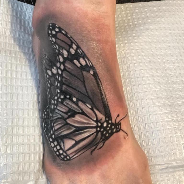 что означает тату бабочка у девушки