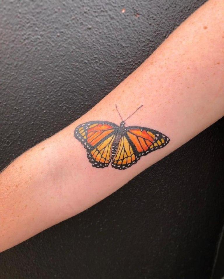 что обозначает татуировка бабочка