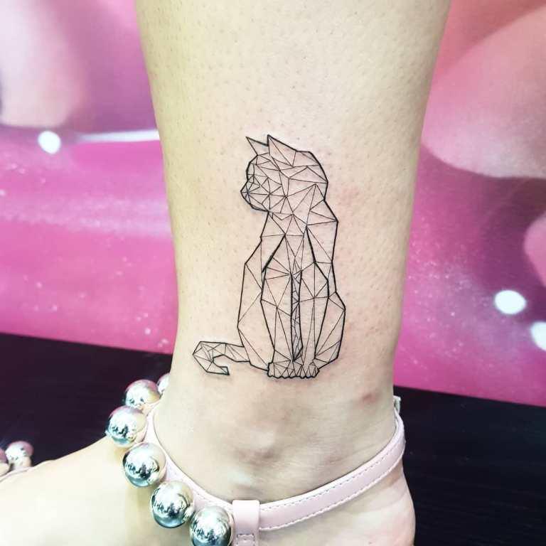 татуировки для девушек кошки