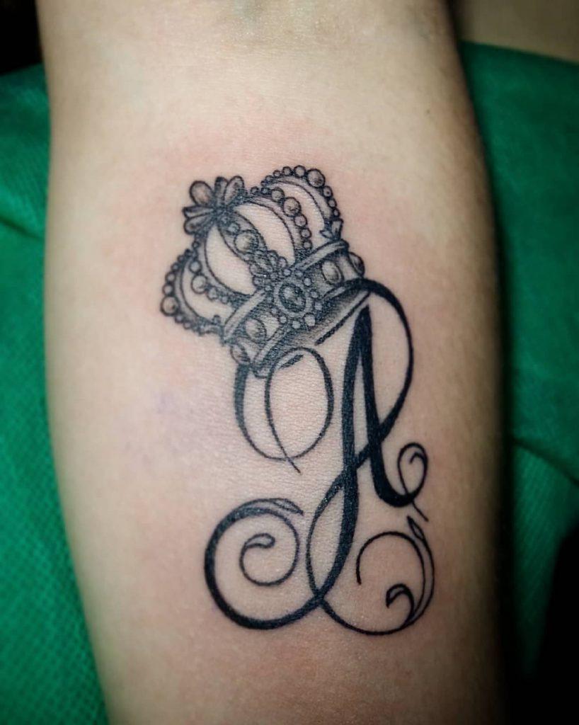 буква а с короной