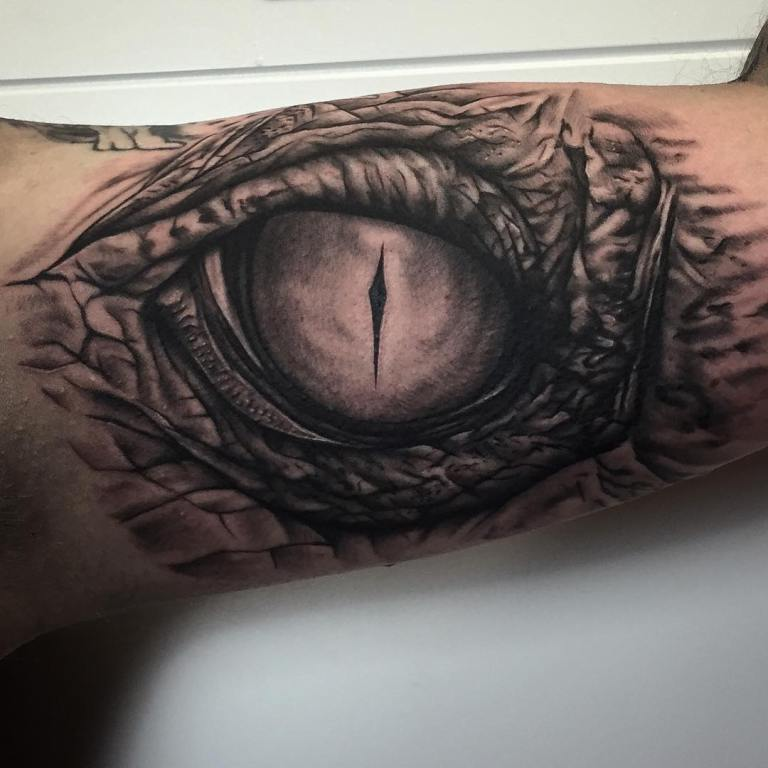 тату глаз дракона