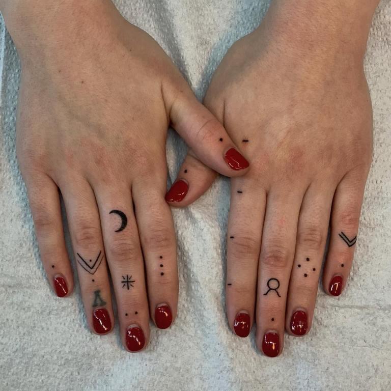 татуировки на пальце