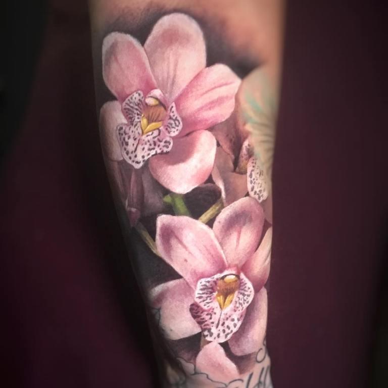 тату цветок на руке