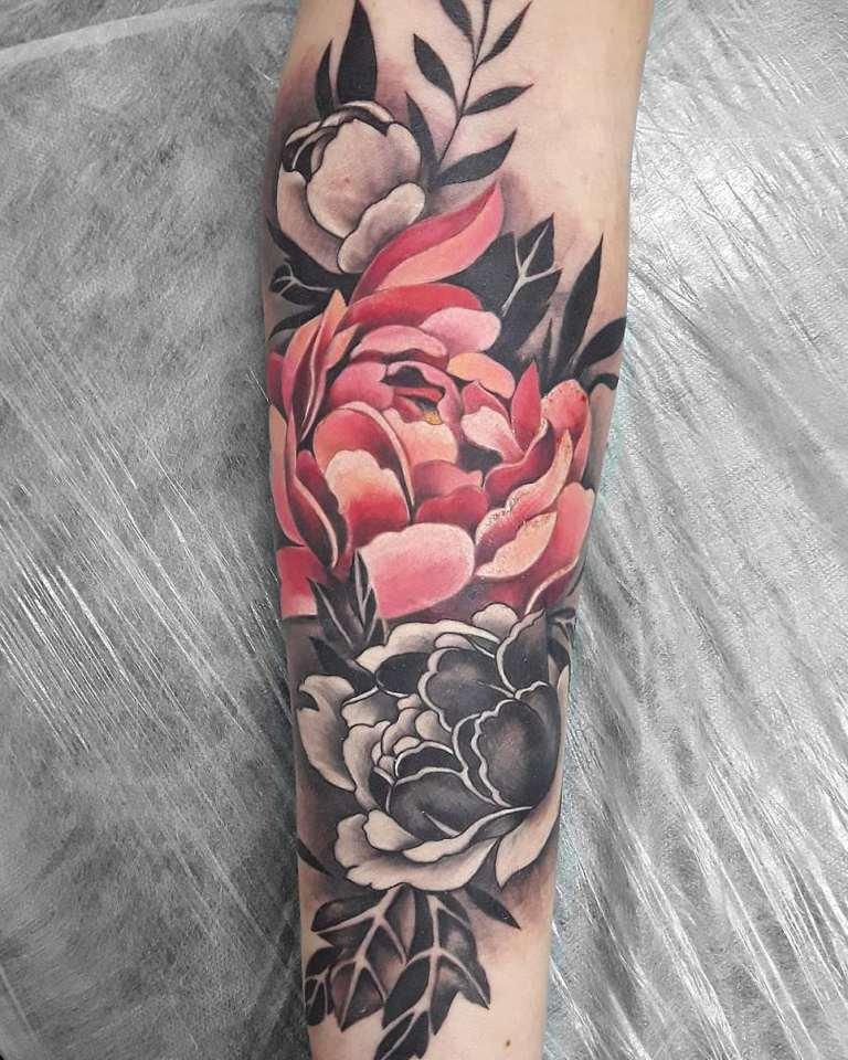 татуировки на руке для девушек цветы