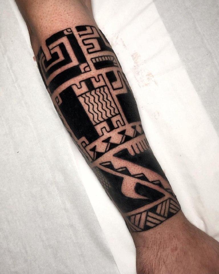 татуировка в стиле полинезия