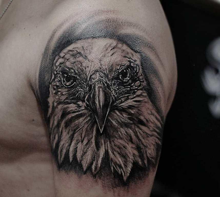 татуировки для мужчин на плече со смыслом