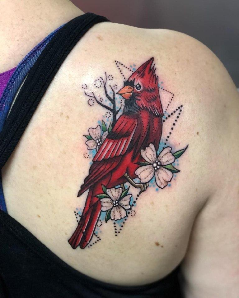 татуировка на спине женская