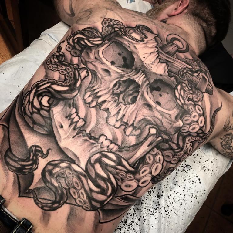 татуировка на спине мужские
