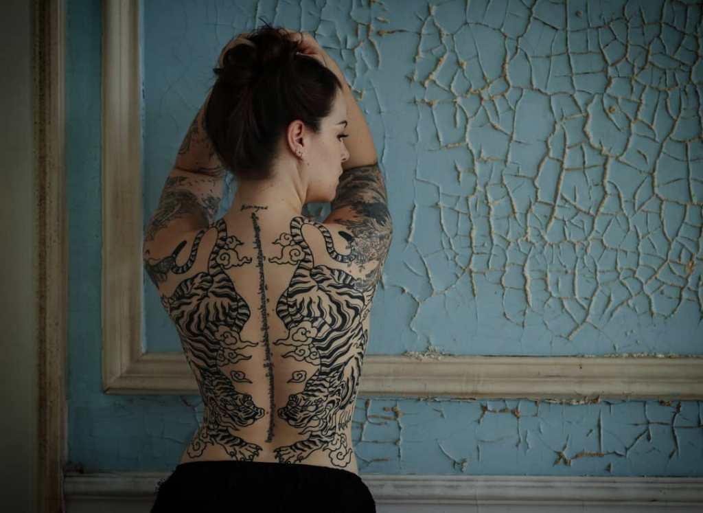 татуировки на спину для девушек