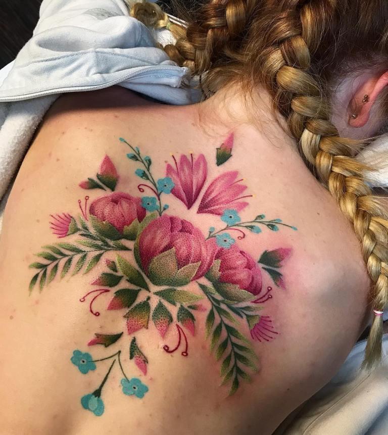 женские тату на спине