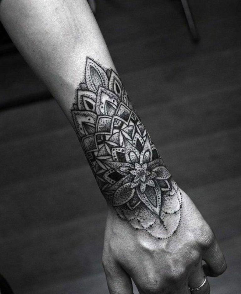 татуировка на запястье мужские