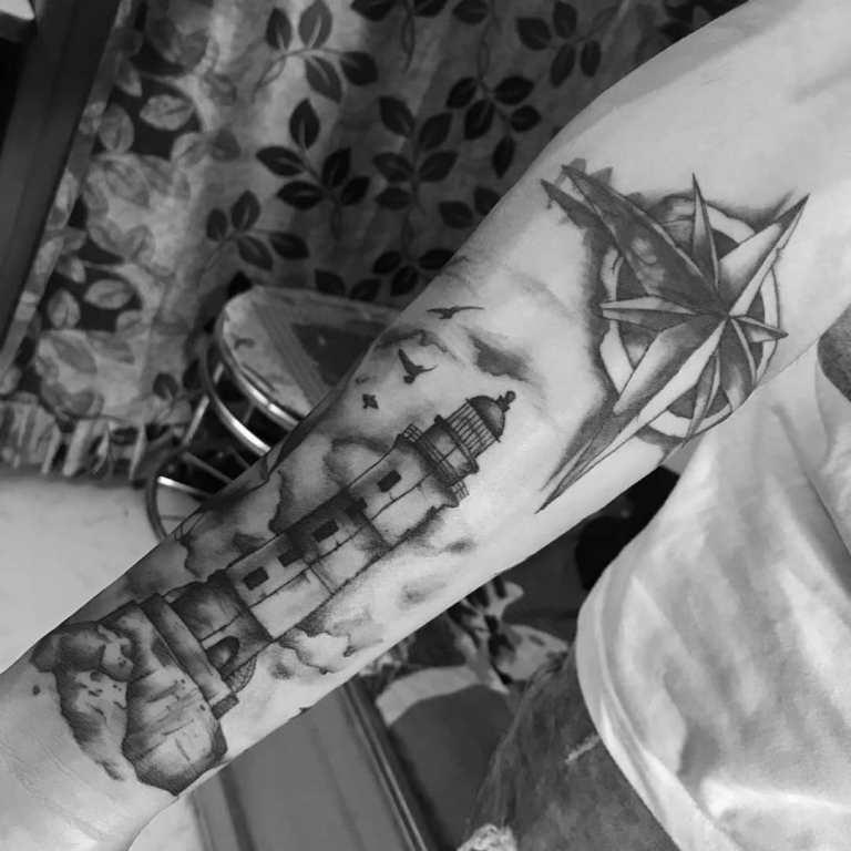 татуировка компас