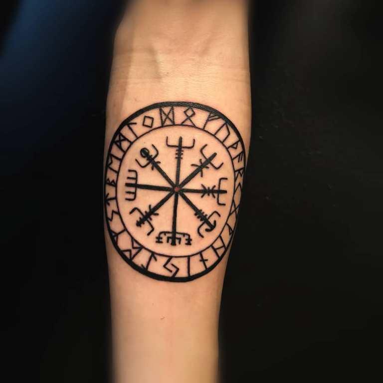 рудничный компас викингов тату