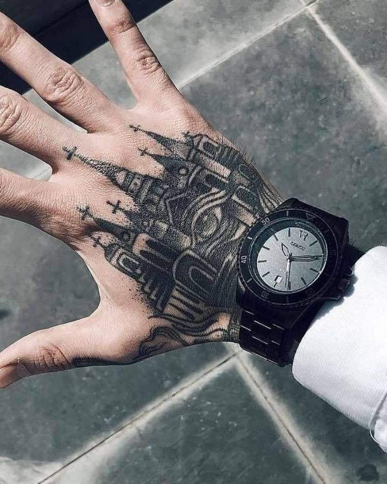 татуировка на кисти руки мужская