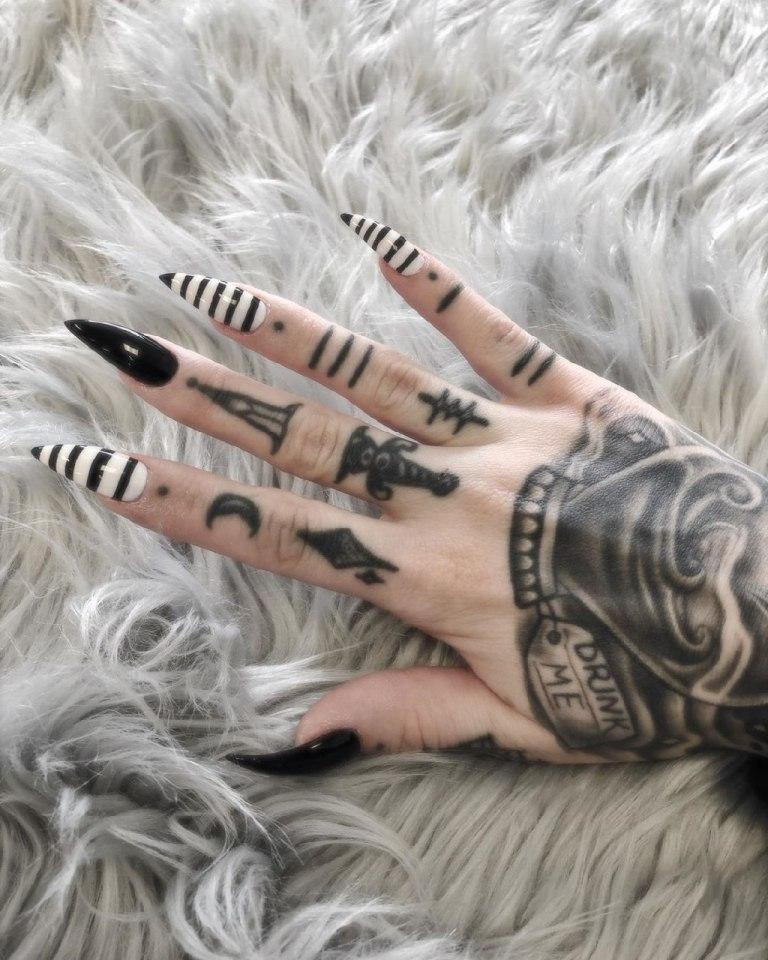 татуировки на кисть