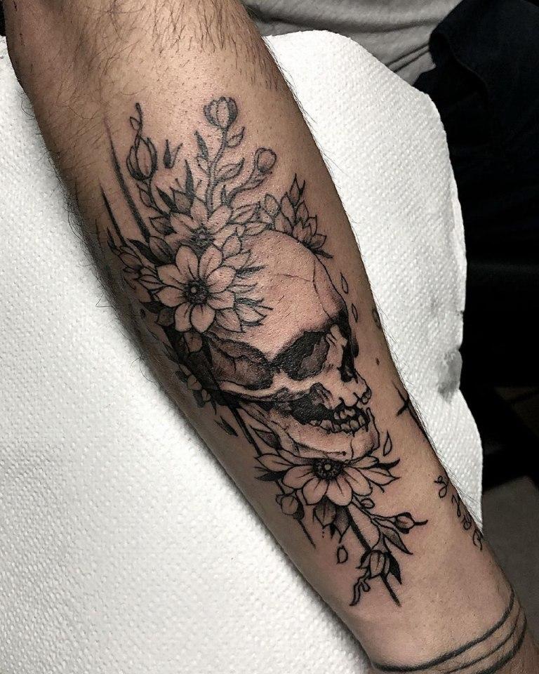 татуировки с черепами