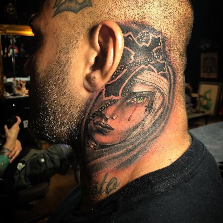 мужские тату на шею