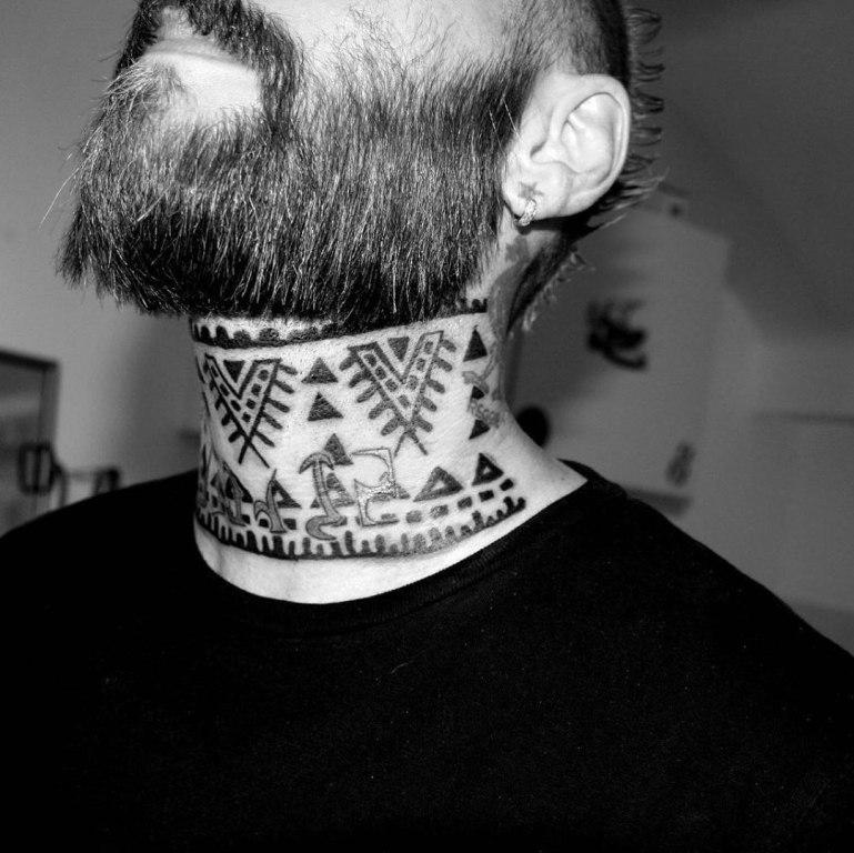 татуировки на шею для мужчин