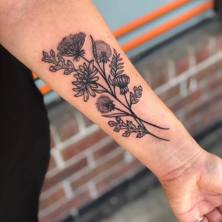 татуировки для девушек одуванчик